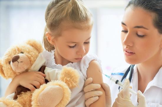 Kind beim Impfen